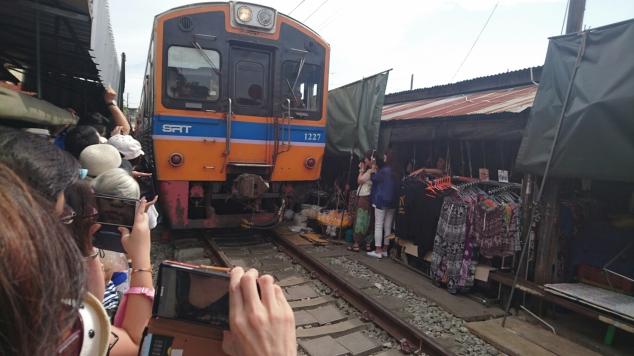 treno mercato mae klong